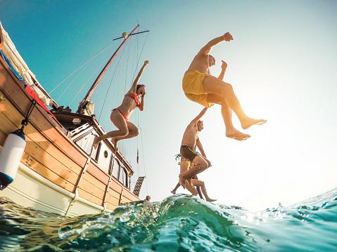 船から飛び込み